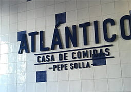 Restaurante decorado con la colección Estil Antic